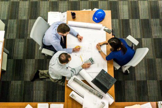 Twee derde van (thuis)werkend Nederland staat weer te popelen om naar kantoor te gaan