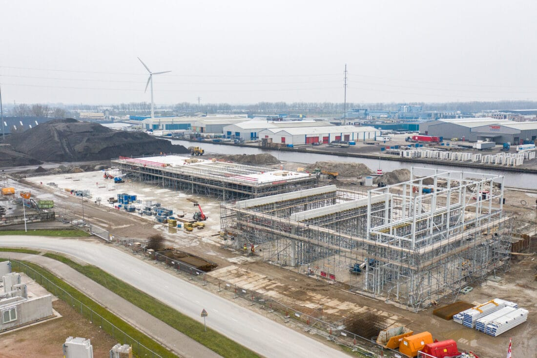 Bouw woningfabriek Van Wijnen bereikt hoogste punt