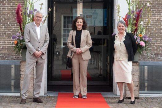 Rode loper voor pilotbezoekers en minister Van Engelshoven
